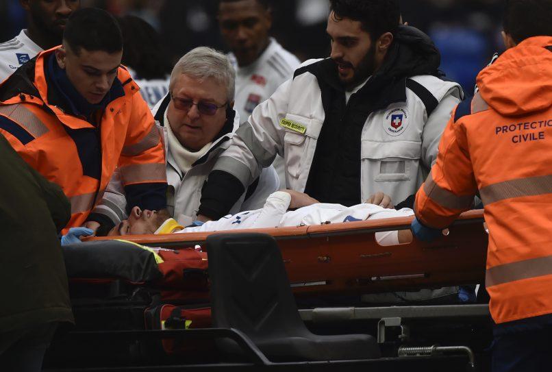Хавбек Лиона потерял сознание и упал на газон во время матча с Тулузой - изображение 1